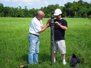Larry, WJ5V, and Mike, AE5ZC, work to setup the mast during Field Day 2015.