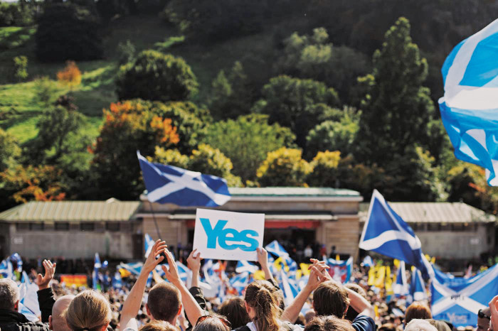 Referendum rejects Scottish Independence after a Close Vote