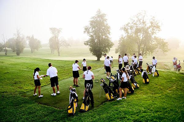 Golf Teams Succeed Despite Obstacles