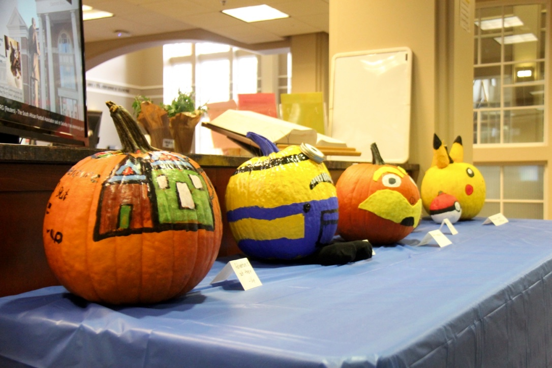 Grace Doherty Library hosts pumpkin decorating contest