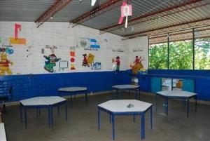 Vista de Escuelas por el interior