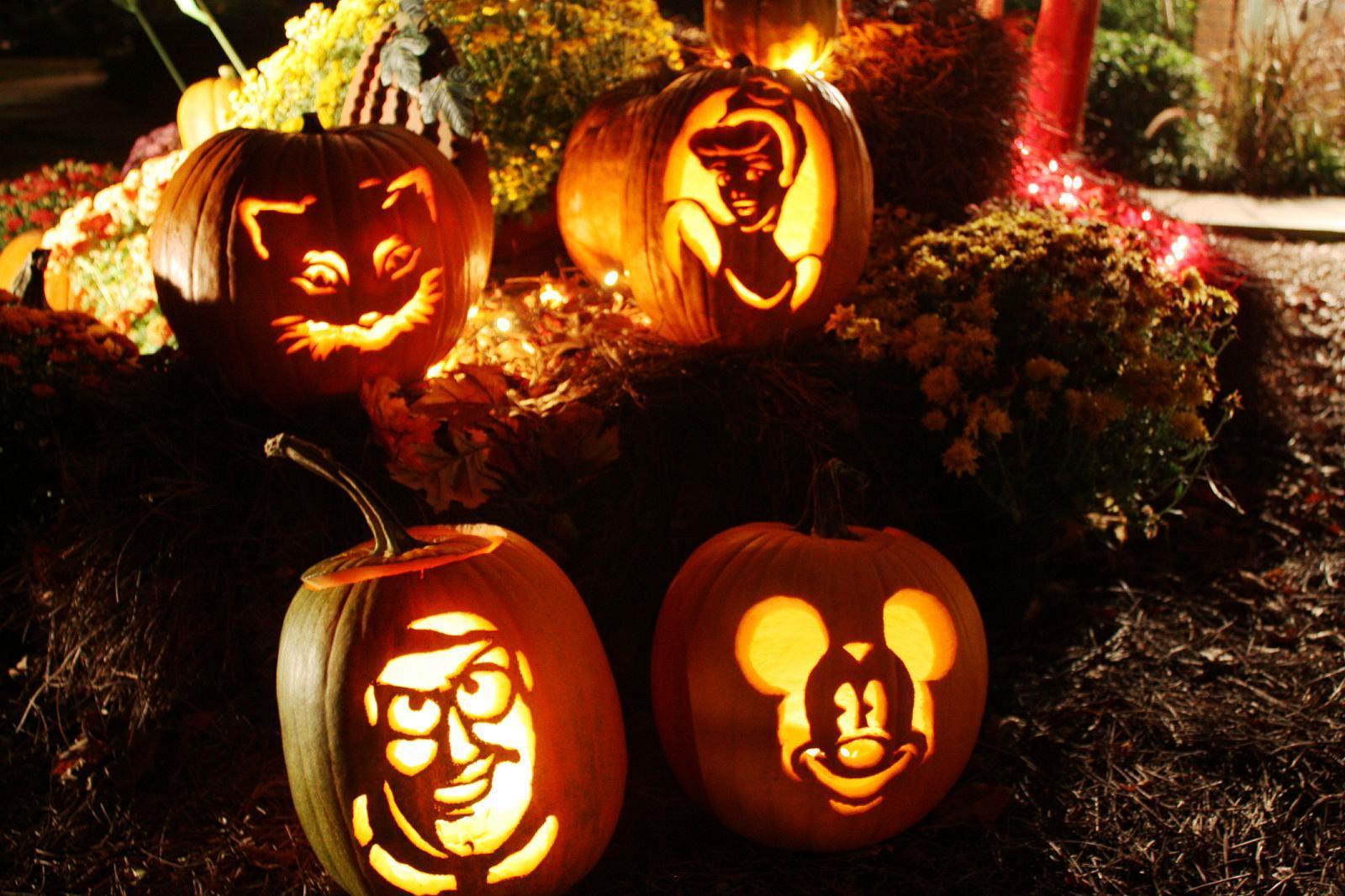 pumpkins carved for 2010