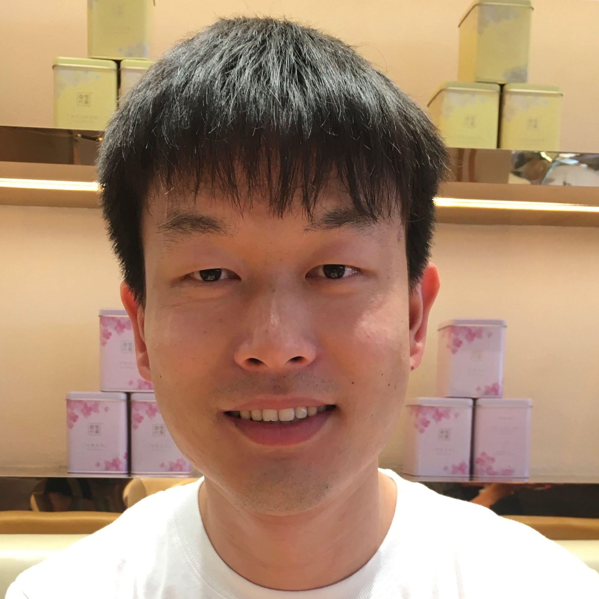 Feng Zhou headshot
