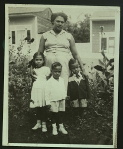Young Rita with her siblings in front of La Romana Home.