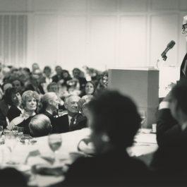 Stevens speaks at the 1988 Alumni Dinner