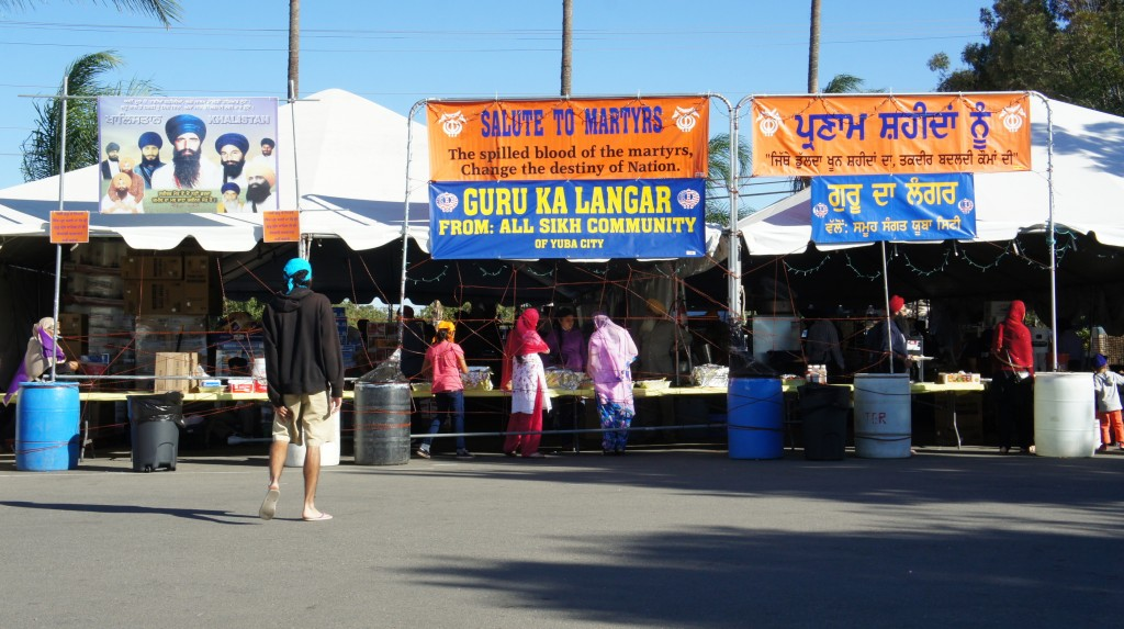 Frontal view of some langar tents. Note the allusion to martyrs - this is a central idea in contemporary Sikhism, especially in relation to the Indian government.