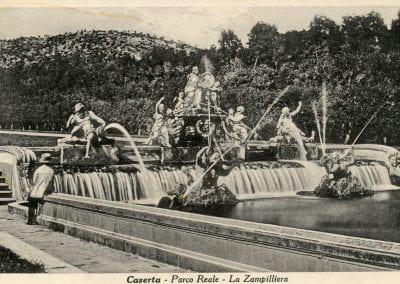 Vintage image of a fountain in Casereta