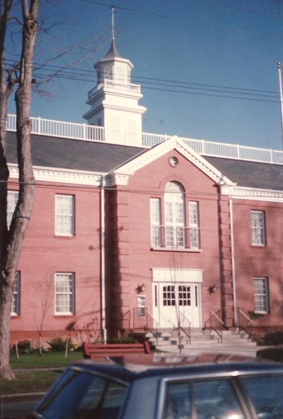 N Pic 1987 Pike Co Court House bldg Apr 8 1987