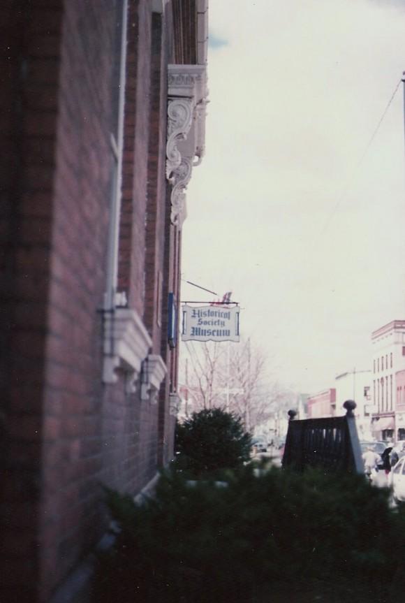 R Pic 1987 Wayne Co His Soc sign April 9 1987