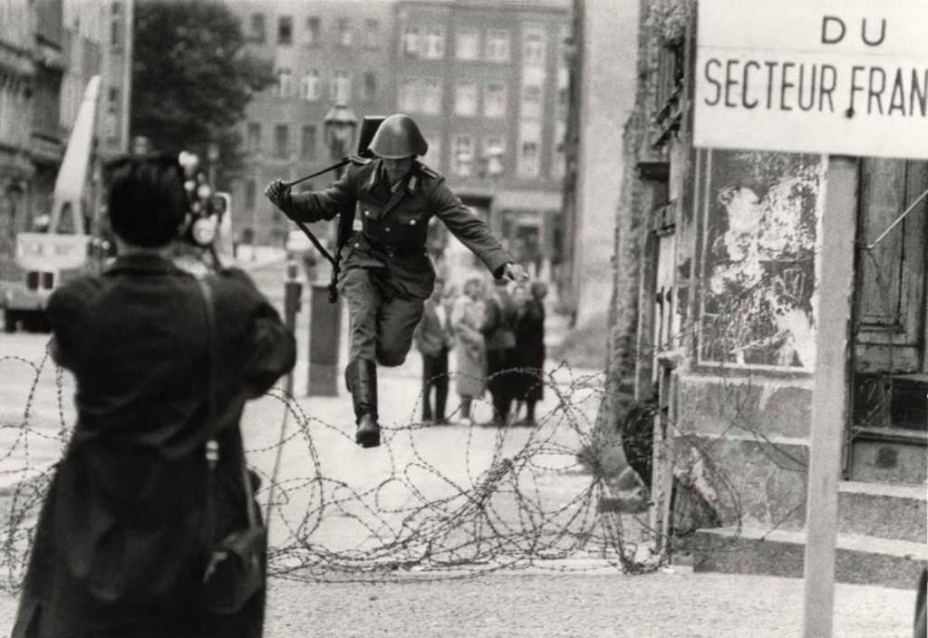 Conrad-Schumann-defects-to-West-Berlin-1961-full