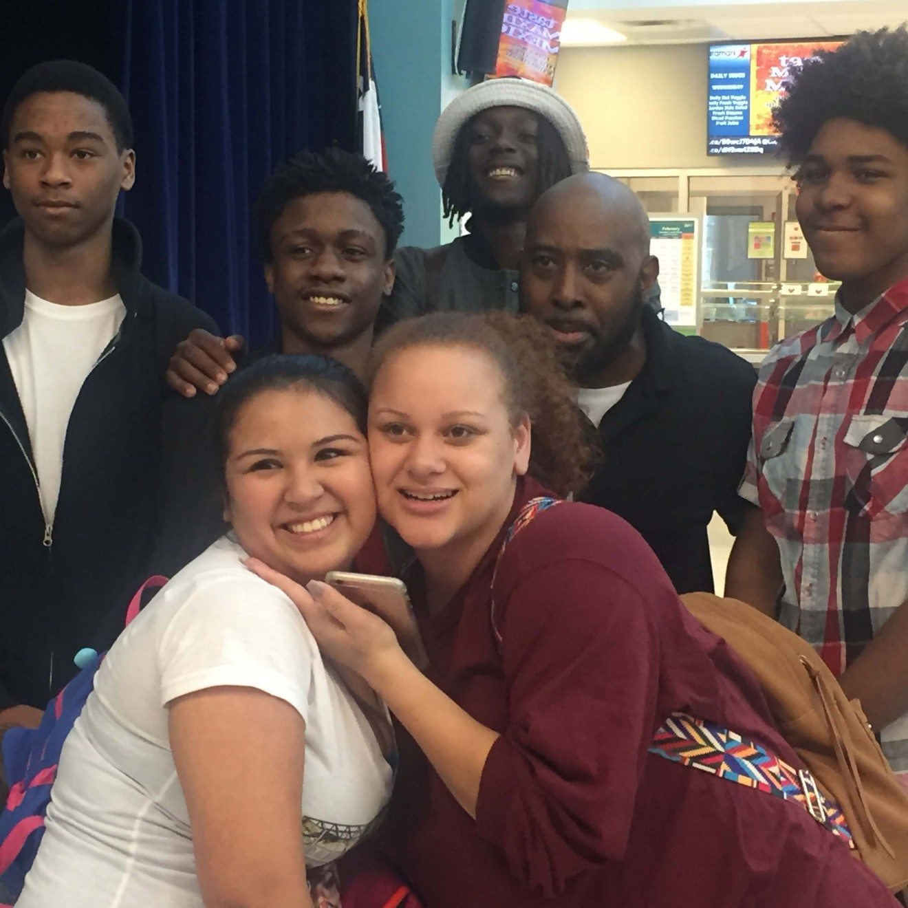Students learn basketball, goal-setting from Mr. Globetrotter