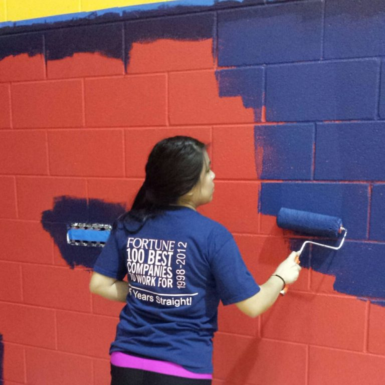 Hernandez partners with TDIndustries and B. Moore Construction to boost school spirit