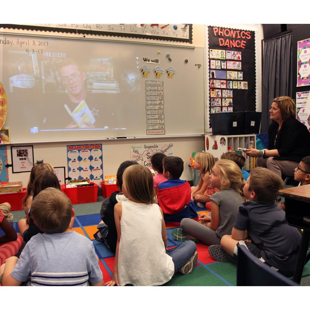 Elementary students watch Jason Garrett read book