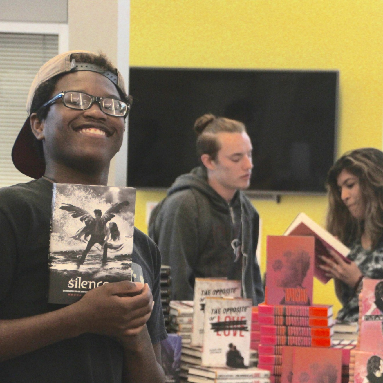 Grant puts Free Books into Homes of Success, Voigt Students