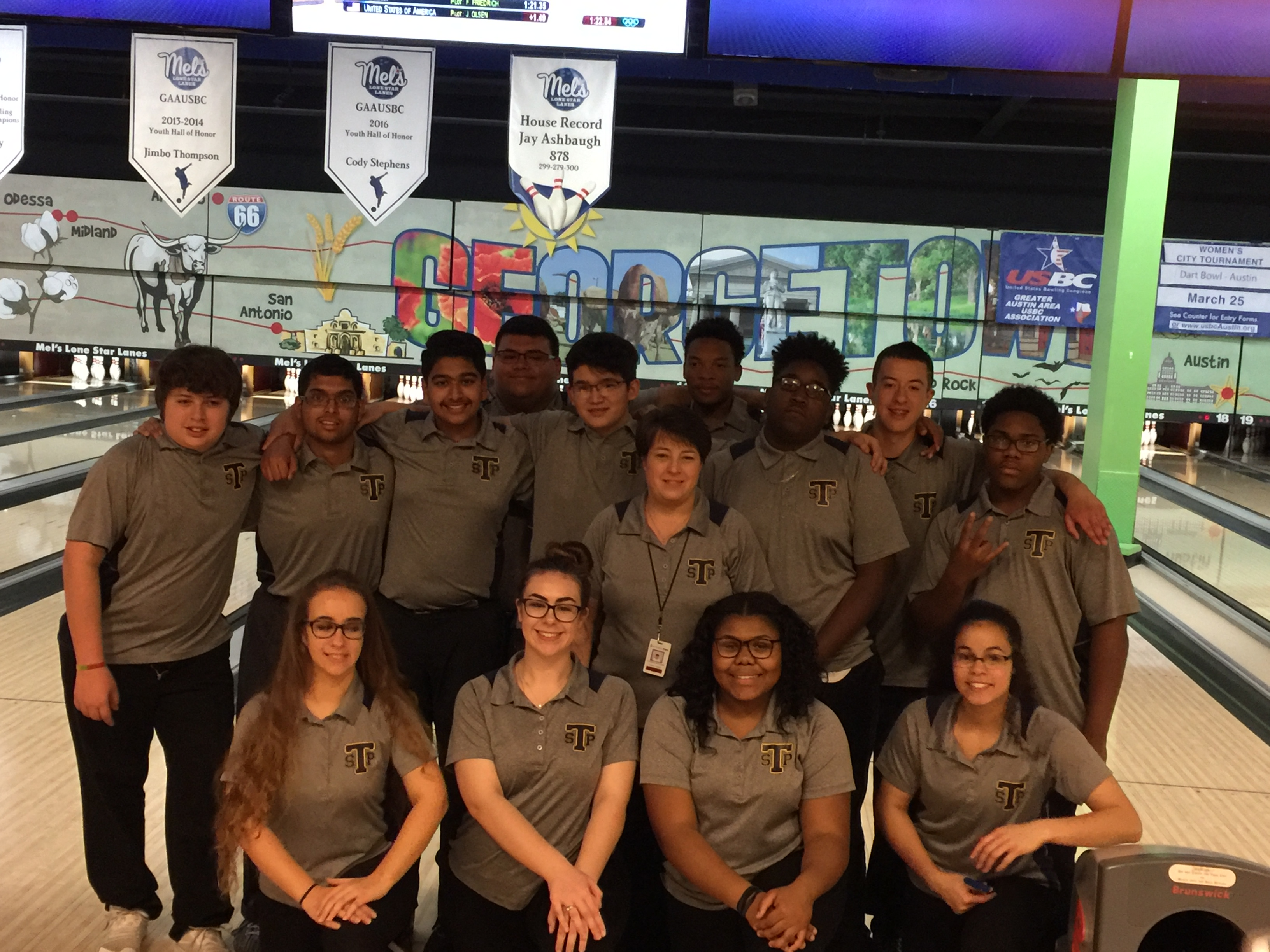 Varsity Bowling Boys and Girls headed to Regionals!