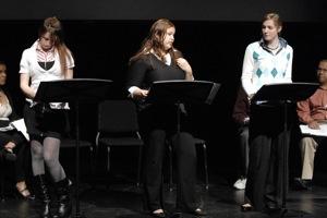 Kathleen Pena y otras dos actrices- Escena de la lectura dramatica