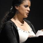 Kati Cruz, mujer del pueblo reza por los muertos