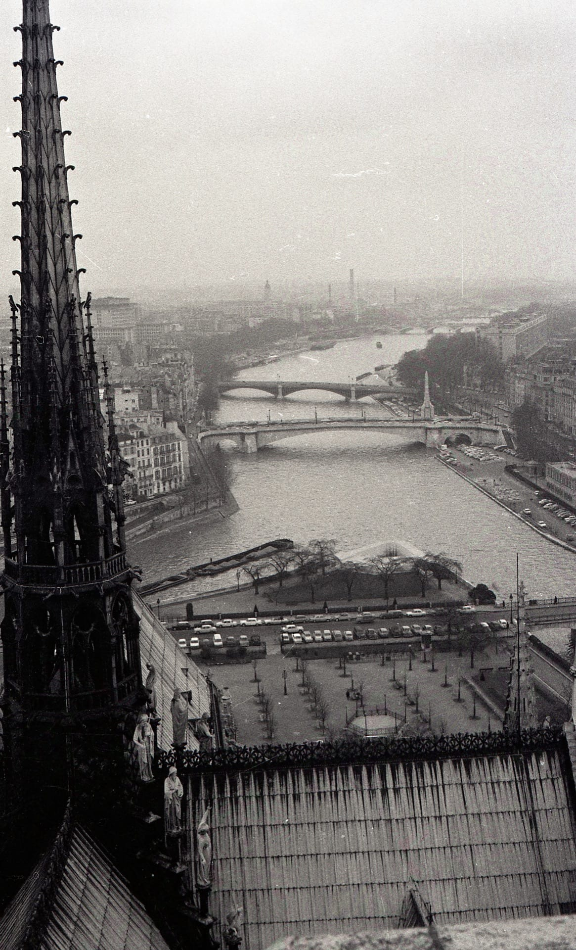 ND of Paris spire, view to east