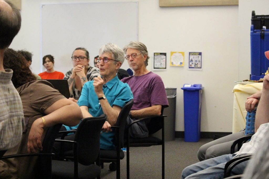 Photo of Donna Haraway asking a question during a colloquium