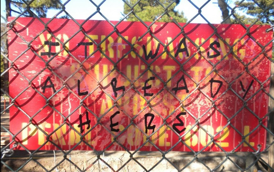 Graffiti protesting the construction of the new garden, 2013