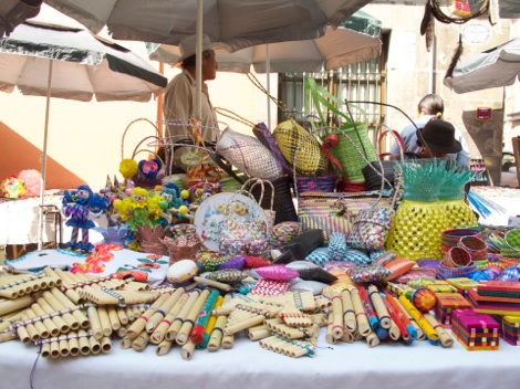 hand basket stand in Tianguis