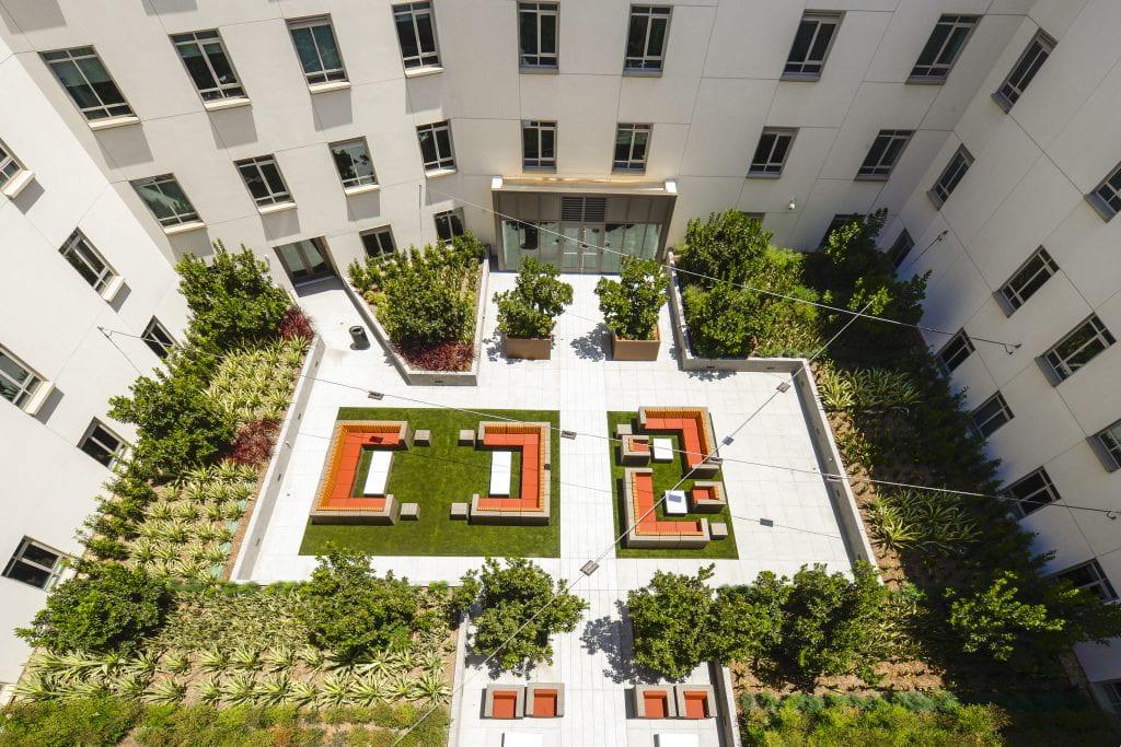 24_Dorm_Courtyard_GR33473