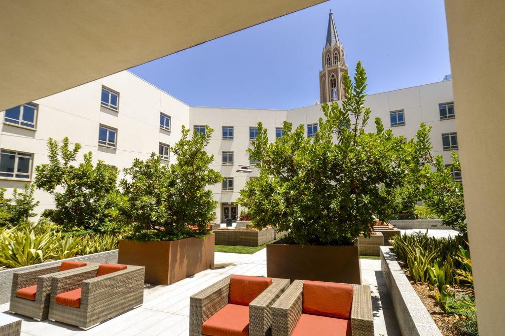 25_Dorm_Courtyard2_GR33467