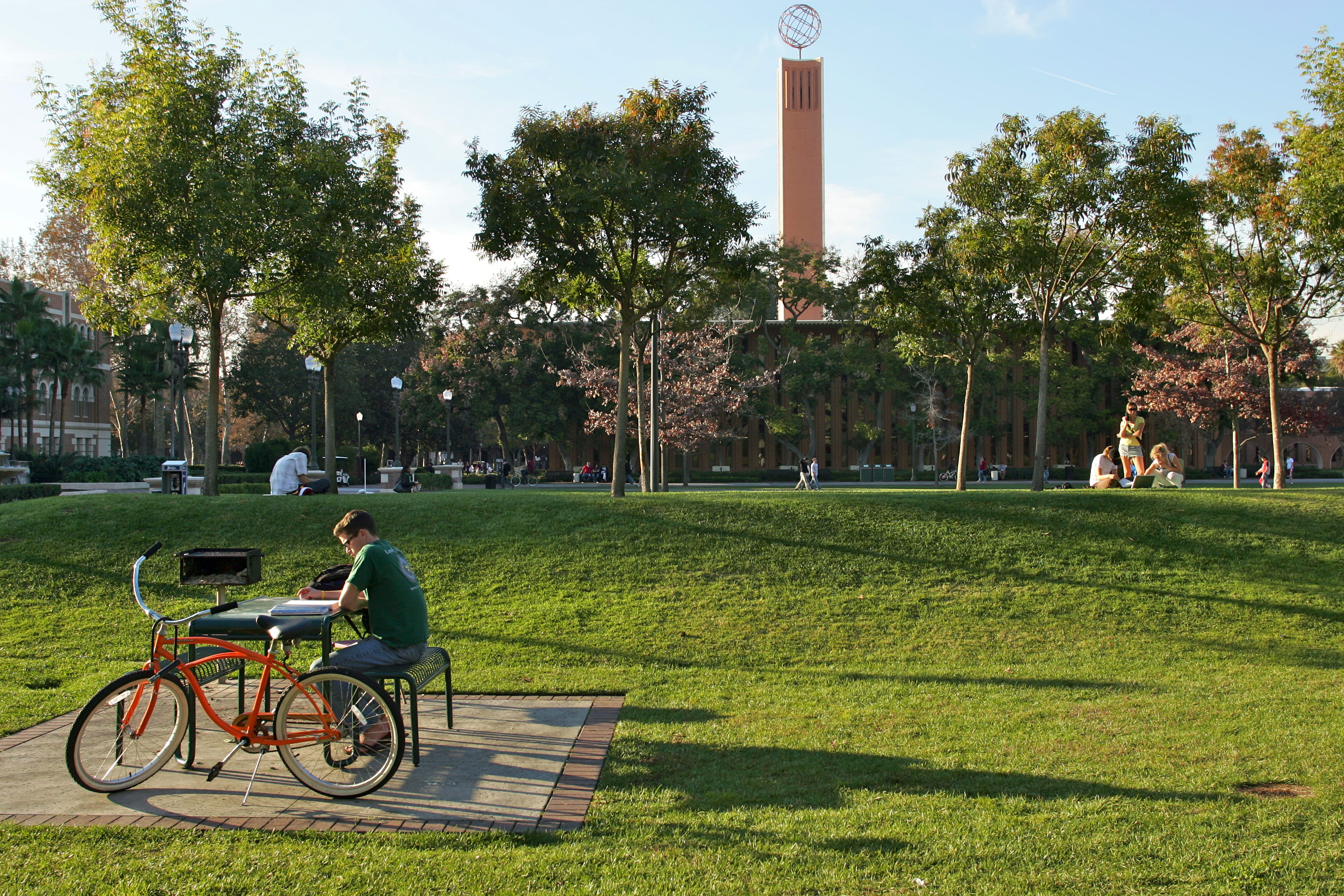"""School's Out for Summer"": Tips for Visiting Colleges ... Usc Campus Map Mccarthy Quad"