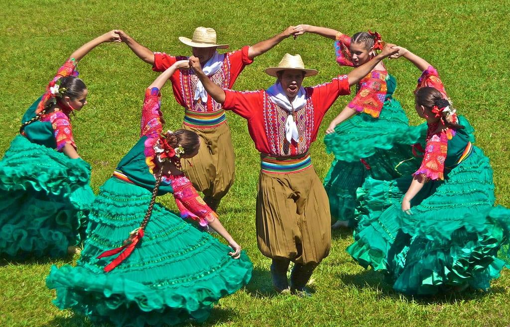 Danzas y Juegos en las Alturas