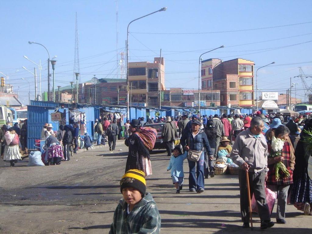 A crowded street scene in La Ceja Alto.