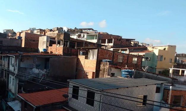 O Estrangeiro No Meu Celular: Conducting Remote Research in a Community of Self-Construction