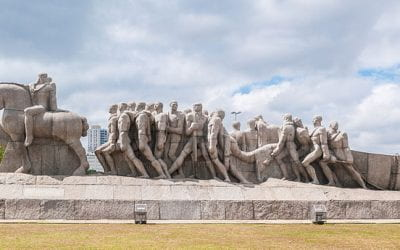 When Decolonization Meets an Immovable Monument