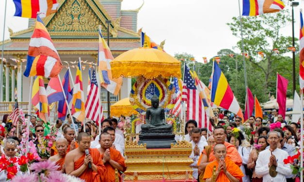 How Khmer Buddhists Reconstructed Identity and Community in the U.S.