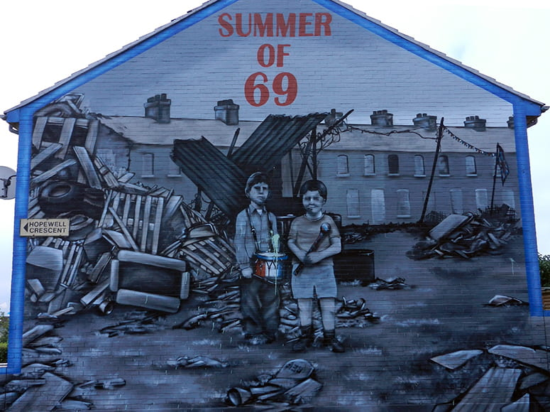 Mural of two children standing in a bombed out landscape