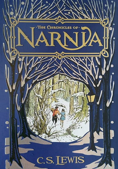 Art on the box of a Chronicles of Narnia box set