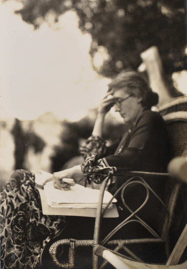 Photo of Virginia Woolf reading a book