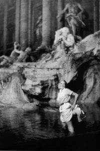 Anita Ekberg nella fontana di Trevi