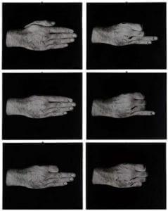 mani che fanno gesti diversi