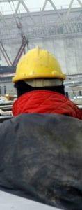 operaio con casco