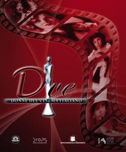 pellicola con volti di donne su sfondo rosso