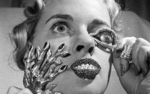 Donna ossessionata dalla bellezza