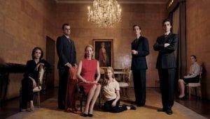 Una famiglia in posa altezzosa