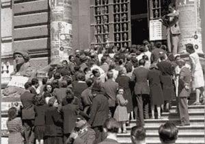 Folla di votanti il 2 giugno 1946