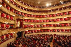 La Scala piena di gente