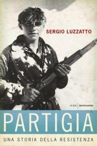 Partigiano con fucile in mano. Copertina di un libro