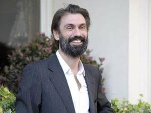 Fabrizio Gifuni ridente