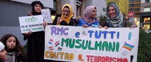 Donne musulmane protestano contro il terrorismo.