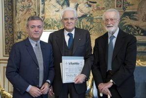 Mattarella con a fianco due direttori di Repubblica.