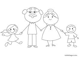 Disegno di una famiglia sorridente con nonni e nipotini.
