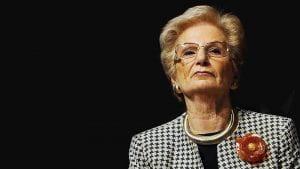 Liliana Segre, busto di signora anziana elegante